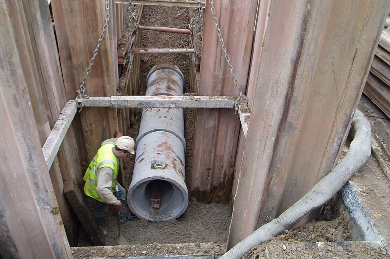 Open-cut - Ovoid Pipe Laying in Trafford